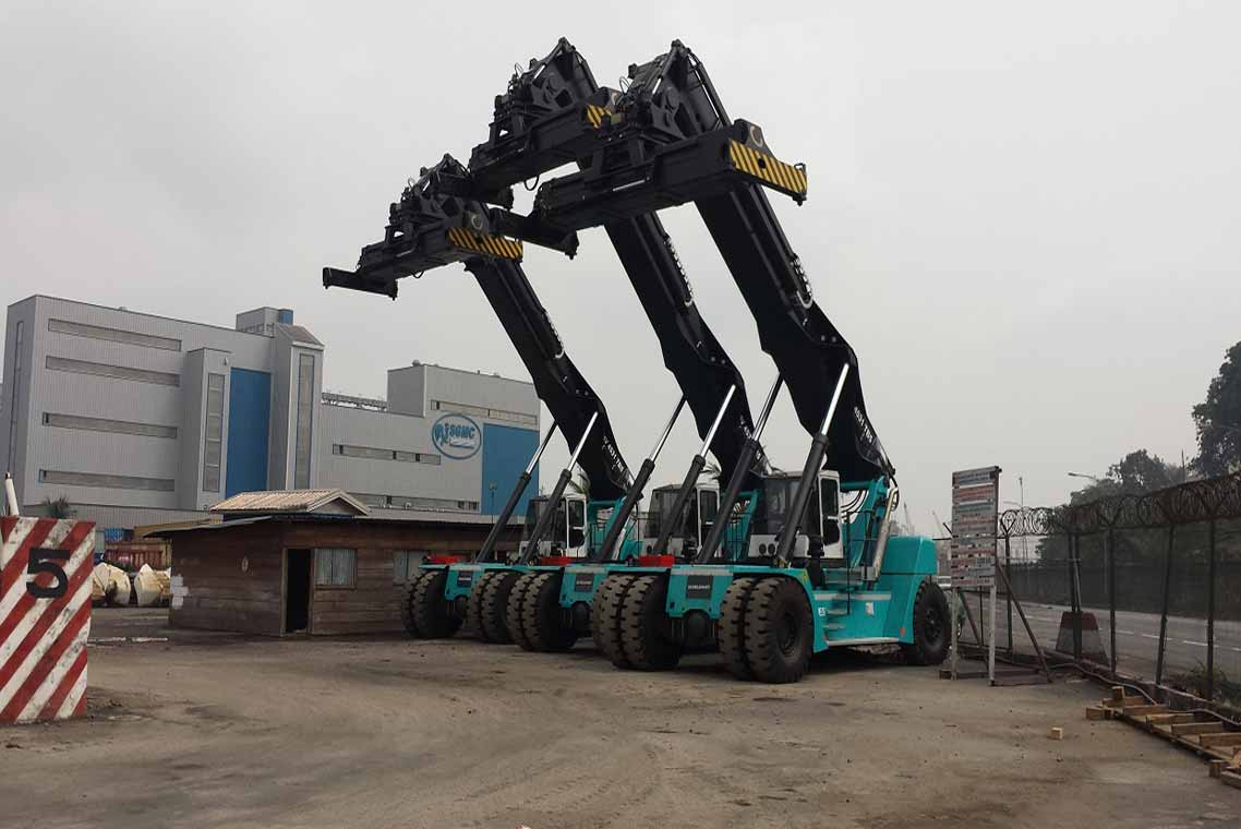 Three-New-Reachstackers
