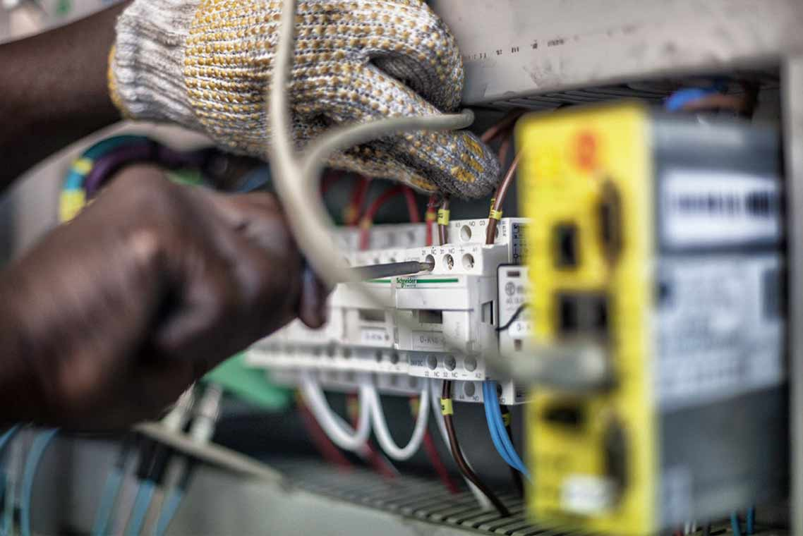 Our-service-engineers-can-ensure-the-right-part-is-ordered-and-installed.
